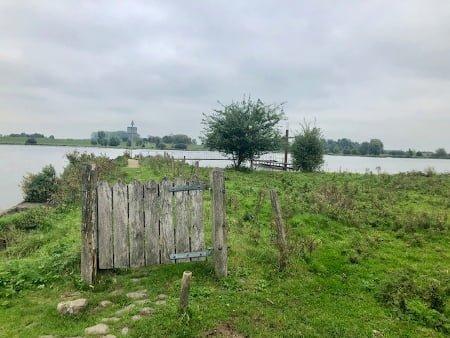Bezielde eenvoud Hilde Backus hek aan de rivier